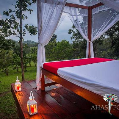 Ahaspokuna Bush Walks Camp Star Bed